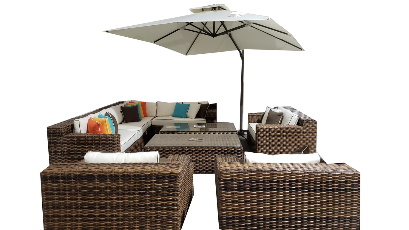 Large living set with umbrella over hang